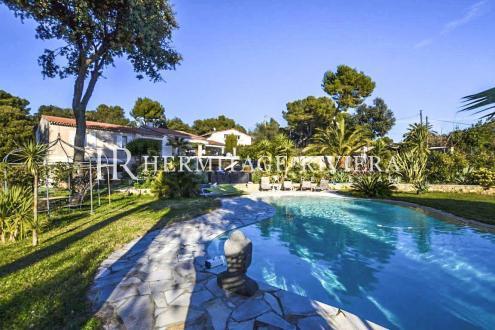 Дом класса люкс на продажу  Ницца, 300 м², 5 Спальни, 2490000€