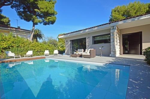 Luxury House for rent ROQUEBRUNE CAP MARTIN, 197 m², 4 Bedrooms,
