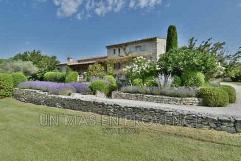 Maison de luxe à louer GORDES, 200 m², 3 Chambres, 4500€/mois