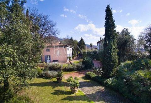 Вилла класса люкс на продажу  CAPANNORI, 490 м², 7 Спальни, 1700000€