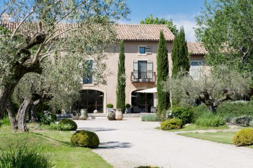 Maison de luxe à louer MAILLANE, 500 m², 7 Chambres,