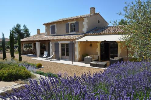 Luxury House for sale EYGALIERES, 200 m², € 1 365 000