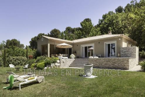 Maison de luxe à louer PERNES LES FONTAINES, 150 m², 3 Chambres,