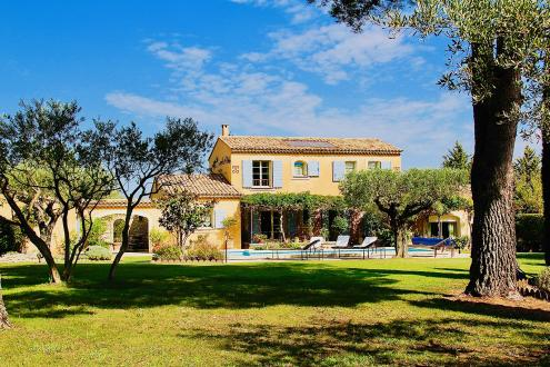Luxury House for sale EYGALIERES, 235 m², 5 Bedrooms, € 1 450 000