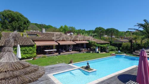 Villa de luxe à vendre VALBONNE, 300 m², 4 Chambres, 1595000€