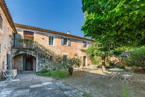 Farm de luxe à vendre GOULT, 450 m², 6 Chambres, 1450000€