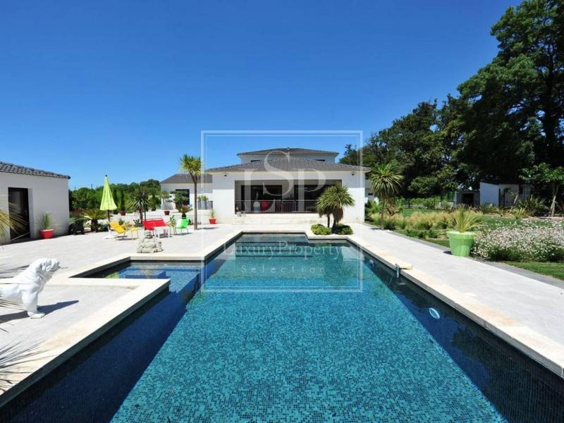 Luxus-Haus zu vermieten SAINT MARTIN DE CRAU, 220 m², 5 Schlafzimmer,