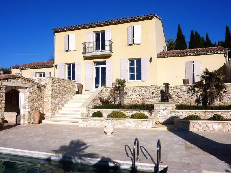 Verkoop Prestigieuze Villa APT