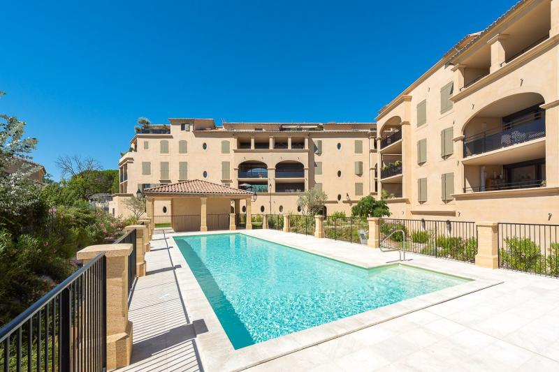 Sale Prestige Apartment UZES