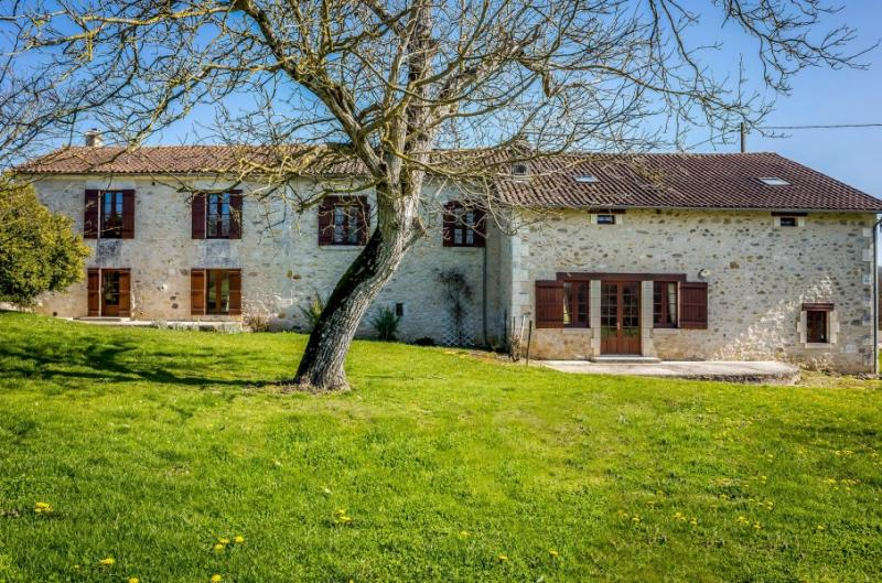 Casa di prestigio BRANTOME, 453 m², 5 Camere, 595720€