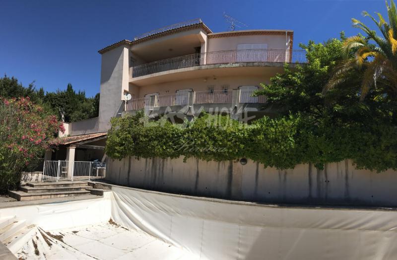 Villa de prestige MOUGINS, 300 m², 8 Chambres, 845000€
