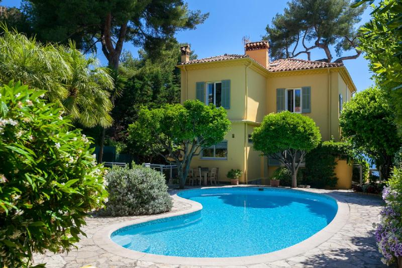 Luxury House for rent CAP D'ANTIBES, 200 m², 4 Bedrooms,