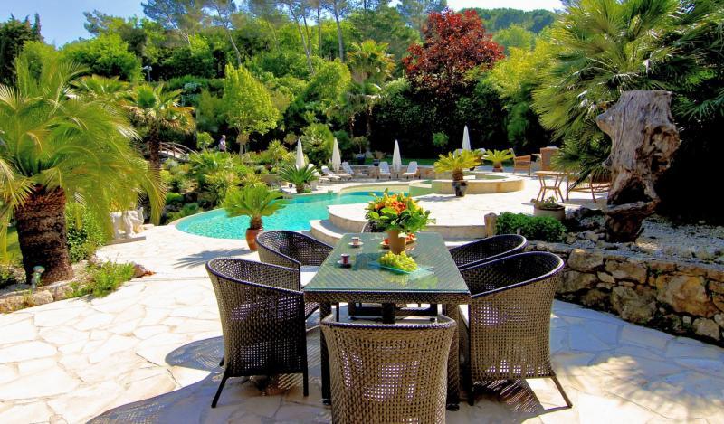 Villa de prestige MOUGINS, 393 m², 6 Chambres, 2900000€