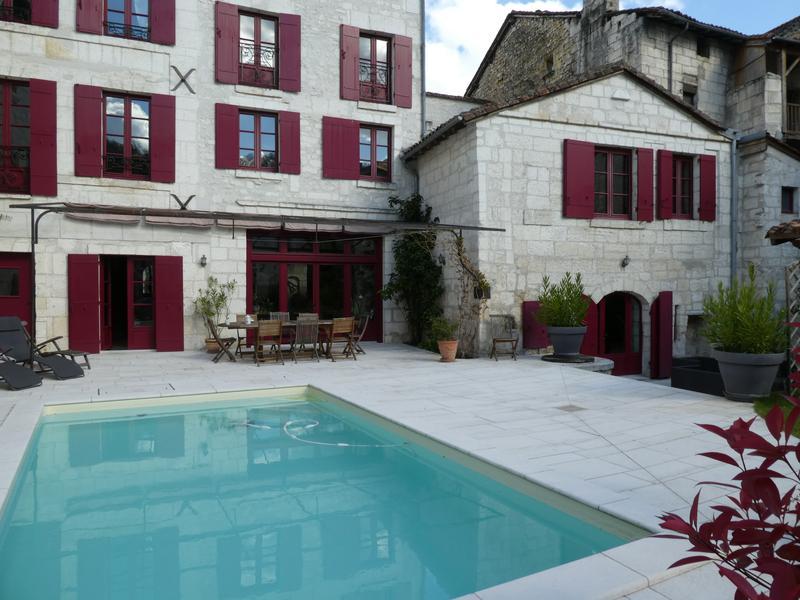 Casa di prestigio BRANTOME, 430 m², 5 Camere, 1365000€