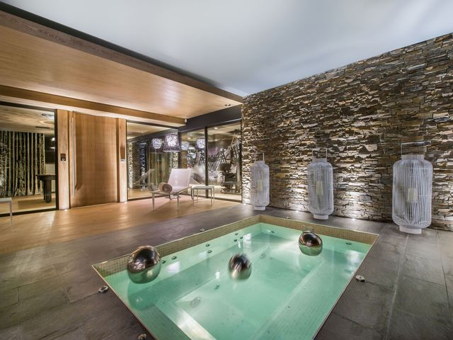 Luxury Chalet for rent COURCHEVEL, 400 m², 5 Bedrooms,