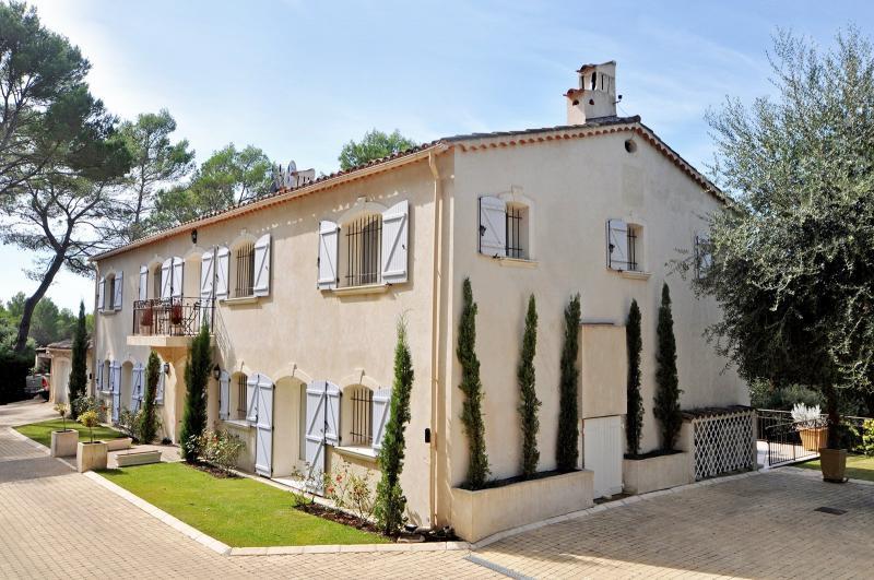 Rental Prestige House MOUGINS