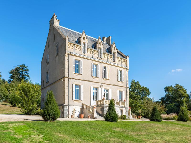Sale Prestige Castle SAINT PAUL EN GATINE