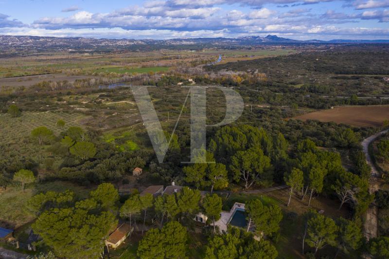 Casa di prestigio MAUSSANE LES ALPILLES, 400 m², 9 Camere, 1295000€