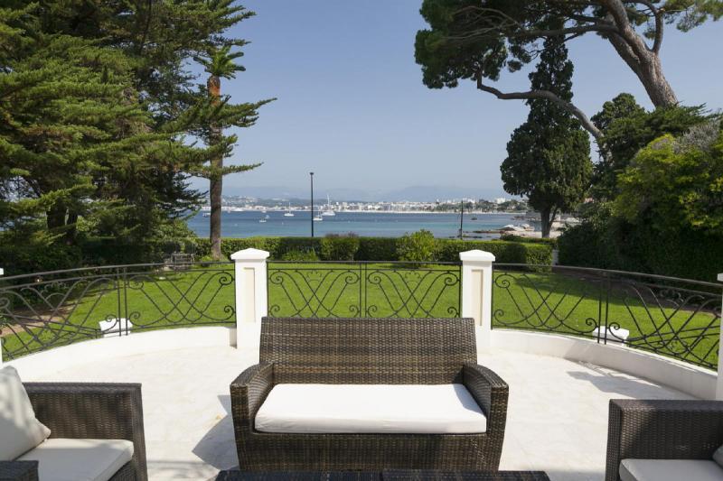 Luxury House for rent CAP D'ANTIBES, 600 m², 10 Bedrooms,