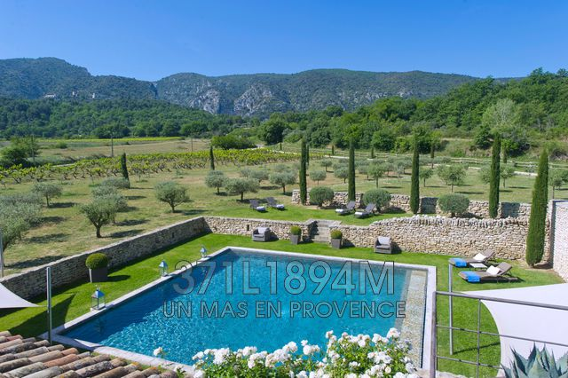 Luxury House for rent OPPEDE, 500 m², 5 Bedrooms,